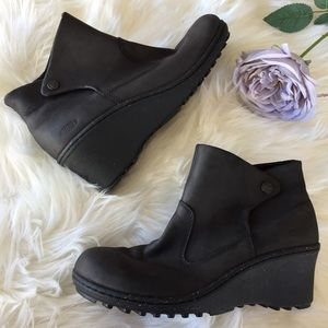 Keen Wedge Boots Size 9